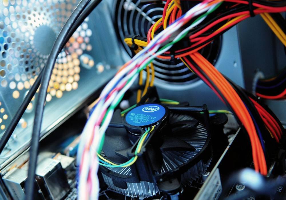 usługi informatyczne, naprawa komputera